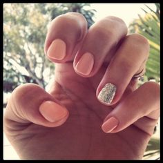Peach nails with one glittered nail