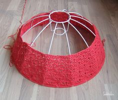 how to cover a lamp shade with crochet.