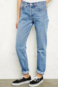 59,00 € http://www.urbanoutfitters.fr/vintage-renewal-levis-501-jeans/invt/5414462091710