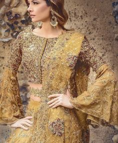 Tips To Help You Stay Sane As You Plan Your Wedding! Is the effort of planning a wedding starting to overwhelm you? Pakistani Couture, Pakistani Bridal Dresses, Pakistani Outfits, Indian Dresses, Indian Outfits, Asian Wedding Dress, Wedding Dresses For Girls, Asian Bridal, Desi Clothes