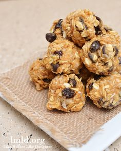 No Bake Granola Bar Bites. Filled with grains, coconut flakes, chocolate chips and more. #lmldfood