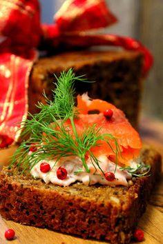 Kakkuviikarin vispailuja!: Saaristolaisleipä ja lohiviettelys Meatloaf, Strawberry, Food And Drink, Appetizers, Cupcakes, Baking, Fruit, Desserts, Tailgate Desserts