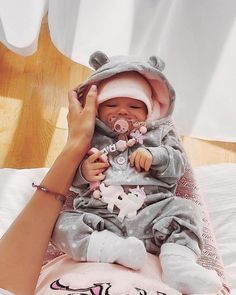 Baby Fever Funny Girls 44 Ideas For 2019 Cute Little Baby, Cute Baby Girl, Cute Babies, Baby Kids, Baby Baby, Baby Girl Newborn, Foto Baby, Cute Baby Pictures, Beautiful Pictures