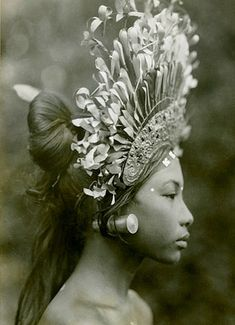 """burnedshoes: """" © Andre Roosevelt, Bali dancer A towering headdress and plug earrings adorn a Balinese djanger dancer, part of a coed performance that was """"more of popular fun than of temple dance or disciplined art,"""" wrote Maynard Owen. We Are The World, People Around The World, Cultura Yaqui, Vintage Photography, White Photography, Dancer Photography, Travel Photography, Fashion Photography, Madonna"""
