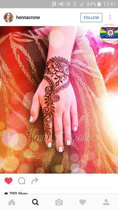 Wrist Henna, Henna Body Art, Henna Art, Hand Henna, Tatoo Designs, Hand Designs, Mehndi Designs, Henna Mehndi, Henna Tattoos