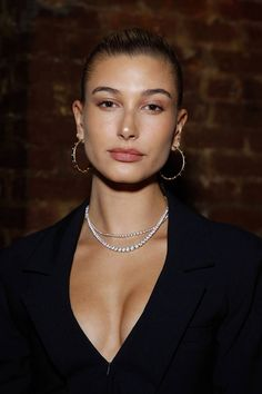 Vogue talks to Hailey Baldwin about pampering, her favourite beauty products and why 2018 has been the biggest year in her personal life so far Estilo Hailey Baldwin, Haley Baldwin, Hailey Baldwin Style, Justin Bieber, Hayley Bieber, Justin Hailey, Beauty Makeover, Beauty And The Beat, Jessica Chastain