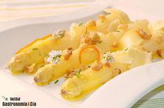 Espárragos blancos con queso ahumado y nueces Wine Recipes, Great Recipes, Asparagus Recipe, Recipe Collection, Scones, Quinoa, Macaroni And Cheese, Good Food, Food And Drink