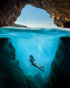 Surrounded by rocks, between the sky and the sea, I met Athena - fred lefeuvre on Fstoppers Underwater Model, Underwater Photoshoot, Underwater World, Underwater Pictures, Underwater Drawing, Underwater Photography, Nature Photography, Travel Photography, Photography Tips