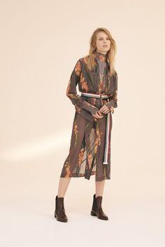 Topshop Unique pre-fall 2016: silhueta oversized domina a nova coleção - Vogue | Desfiles