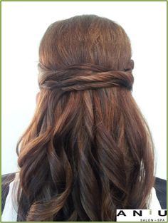 Beauuutiful half up with a twist bridal hair done by Zoey at ANiU!
