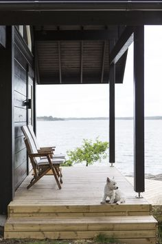 Honka log homes. House With Porch, Cottage Design, Home Pictures, Beach Cottages, Scandinavian Interior, Log Homes, Coastal Living, Beautiful Homes, Building A House