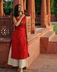 Good Night cuties 💖 is part of Indian designer suits - Simple Kurti Designs, Salwar Designs, Kurta Designs Women, Kurti Designs Party Wear, Indian Designer Suits, Designer Kurtis, Designer Dresses, Dress Indian Style, Indian Outfits