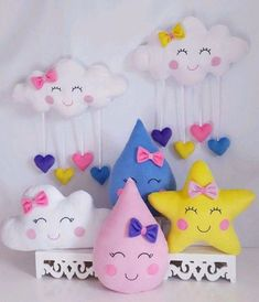 Craft product Made in plush and anti allergy filler. Felt Crafts, Diy And Crafts, Crafts For Kids, Cloud Party, Baby Shawer, Fabric Toys, Ideas Para Fiestas, Rainbow Birthday, Baby Pillows