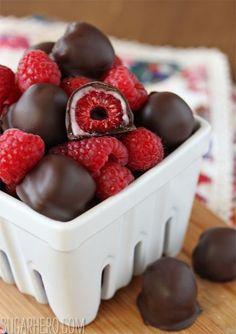 Himbeeren mit Schokolade überzogen #raspberries #chocolate ♥ stylefruits Inspiration ♥