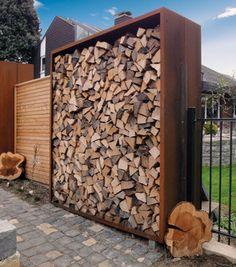 Holzlager als Lagerstätte für das Kamin- oder Gartenfeuer sind nicht nur dem Zweck als Lagerstätte dienlich, sondern gleichzeitig auch meist als Sichtschutz.