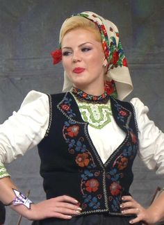 Romanian traditional costumes Part 1 Port national Romanian People, Romanian Women, Popular Costumes, Folk Clothing, European Clothing, Legging, Folk Costume, Eastern Europe, Ethnic Fashion