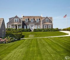Official My DREAM home !Interior designer Victoria Hagan worked with Botticelli and Pohl Architects to create a Nantucket summer home for her family. Architectural Digest, Architectural Styles, Les Hamptons, Hamptons House, Nantucket Home, Nantucket Island, Nantucket Style Homes, Coastal Style, Coastal Decor