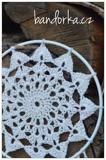 bandorka: Malá háčkovaná mandala Macrame, Crochet Earrings, Mandala, Handmade, Jewelry, Jute, Knitting And Crocheting, Hand Made, Jewlery