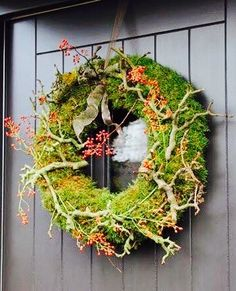 moss wreath with thick branches and hips Wreaths And Garlands, Autumn Wreaths, Holiday Wreaths, Front Door Decor, Wreaths For Front Door, Door Wreaths, Moss Wreath, Diy Wreath, Snowflake Wreath