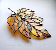 Glasmalerei-Anhänger Oktober. Dekorative Farbglas.