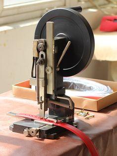 Раскройное оборудование для кожи и текстильных стропов (тепловой резки)