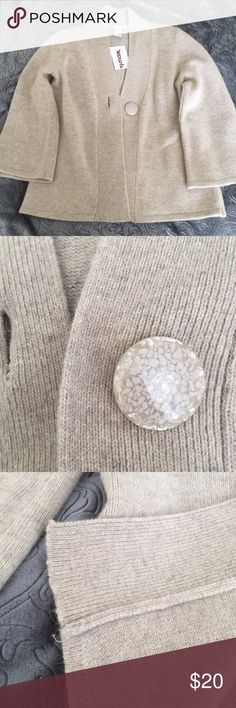 """🆕Wool/rabbit hair blend cardigan This timeless wool blend cardigan by Tweeds is a beautiful addition to any winter wardrobe. Neutral in color, and is perfect paired with jeans, dress pants, or a pencil skirt!   New with tags, never worn 3/4 sleeves single button closure.  Lambs wool Angora rabbit hair blend  Sized an XS, but fits loosely.  36"""" bust  24"""" overall  ✅reasonable offers ❌trades 💬ask questions 🛍bundle to save 👇🏼offer button Tweeds Sweaters Cardigans"""