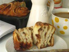 Kysnuté koláče s jablkami a orechami   Míniny recepty Czech Recipes, French Toast, Baking, Breakfast, Food, Retro, Hampers, Morning Coffee, Bakken