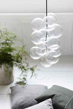 12 kpl lasihelmiä, joiden halkaisija on 12 cm 3 m musta lampsladd Hopeanvärinen ote lampunkanta, lamppu, joka valaisee pohja.  Asennus vinkkejä: Threading