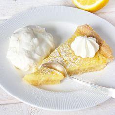 Frasig & krämig citronpaj Pie Dessert, Dessert Recipes, Lemond Curd, No Bake Snacks, Swedish Recipes, Sweet Pastries, Foods To Eat, Different Recipes, Healthy Baking