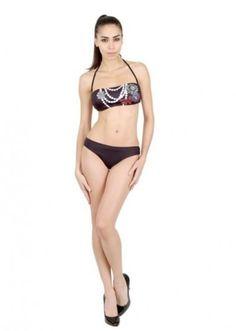 Bikini brasiliani 2014: l'Estate esalta il Lato B Bikini brasiliani 2014 Moschino nero