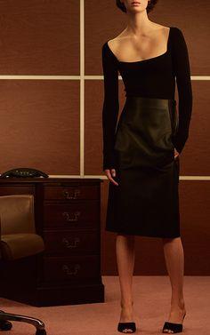 This Khaite bodysuit features a square neckline and a slim fit.