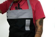Delantal para cocina El mejor mandil para cocina o bartender con un diseño exclusivo que no encontrarás en ningún otro lugar. El delantal para cocina está elaborado con la mejor calidad de gabardina mexicana. ¡Adquiere el tuyo!