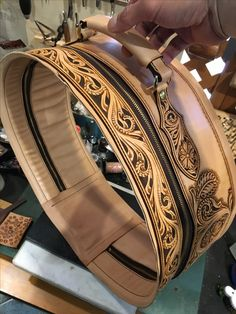 Leather Purse Diy, Leather Art, Sewing Leather, Leather Purses, Leather Wallet, Leather Tooling Patterns, Leather Pattern, Cowboy Boot Crafts, Tandy Leather