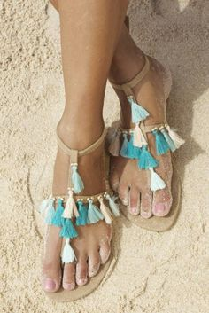 Summer sandals you should wear if you are going to Coachella. Boho and gypsy sandals. Bare Foot Sandals, Shoes Sandals, Fringe Sandals, Boho Sandals, Beach Sandals, Leather Sandals, Hippie Chic, Boho Chic, Bohemian