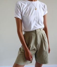 Vintage khaki 100% cotton high-waisted double pleated shorts