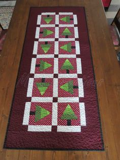 Mia's Creations: Reversible Christmas Table Runner