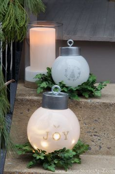 DIY oversized ornaments- I wish I had some old light globes lying around!