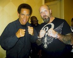 Actor & Martial Artist, Jim Kelly, who costarred in Enter the Dragon, poses with Alex Wilkie. Celeb Bros, Black History Month Quotes, Bruce Lee Movies, African American Actors, Jim Kelly, Enter The Dragon, Black Actors, Martial Artist, Black Power