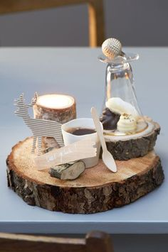 Rustic cafe gourmand on wood. Wonderfully original; would love to do this at home!
