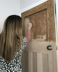 Enhance Your Oak Doors On A Budget- Do you miss the old feeling of your refnished home? Give your doors a bit of a weathered look on abudget. Patio Makeover, Door Makeover, Family Dollar Store, Diy Plate Rack, Rainbow Bedroom, Small Water Features, Hollow Core Doors, Mother Daughter Projects, Diy Trellis