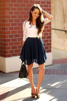 Lovely In Lace Top And Navy Skirt - Chic Sailor Look. Ihana pitsitoppi ja sininen hame. Tyylikäs sailor look.