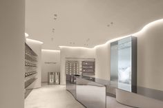 """The new oriental original aromatherapy brand """"ToSummer"""" announces its first off-line flagship store, the """"ToSummer living room"""", located on the ground floor of Taikoo Li North District, Sanlitun, Beijing. With its inviting combination of streamline and curved surfaces, the design transforms the 170m² space while leading visitors to naturally follow a circular flow. With the extensive use of mirror effects combined with continued light, naturalistic materials, and colors to enhance the ambiance o School Architecture, Architecture Photo, White Playdough, Faux Stone Walls, Curved Walls, Retail Interior, Retail Space, Retail Design, Interior Lighting"""