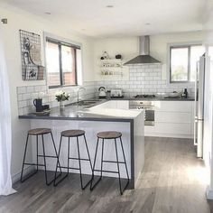 grey kitchen interior Modern contemporary kitchen, what is that? At this time, contemporary kitchen is one of the most popular options when it comes to kitchen styles. The design Apartment Kitchen, Home Decor Kitchen, Country Kitchen, Kitchen Interior, Kitchen Ideas, Kitchen Inspiration, Kitchen Modern, Minimal Kitchen, Diy Kitchen