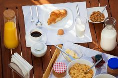 Have a picnic- in your backyard! Take breakfast outside for a no-packing-required activity! Breakfast Picnic, Best Breakfast, Breakfast Ideas, Summer Bucket Lists, City Living, Picnics, Fun Activities, Barbecue, Packing