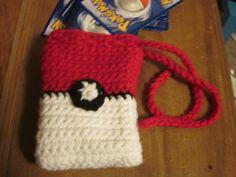 Free Crochet Pattern: Pokeball  Deck Bag  Source: Creative Compendium