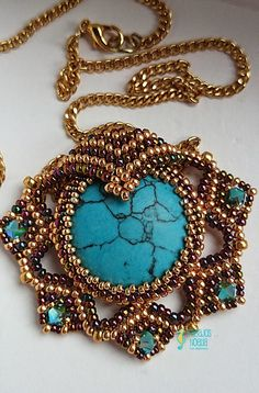 Conjunto.     Un bonito diseño de Ella Des.    Esta es una pulsera cuyo diseño es de ...