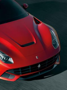 Watch Chris Harris 'killing tires' in this beautiful #Ferrari F12 Berlinetta. Click on the pic to see the video.