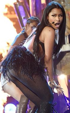 LOOK ASS    Nicki Minaj a fait sa sexy en interprétant Hey Mama aux Billboard Awards 2015 | 2Hilarious.com