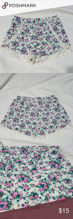 Floral lace trim Shorts size Medium By ABC Family Floral printed lace trim shorts CRUSH by abc family Shorts
