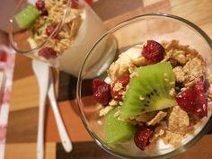Bicchierini di yogurt con frutta